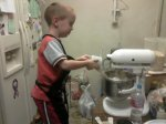 Fred3 baking cookies with Oma